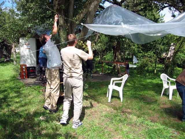 Gartenfest August 2004 images/2004_Gartenfest/Zeltbau.jpg